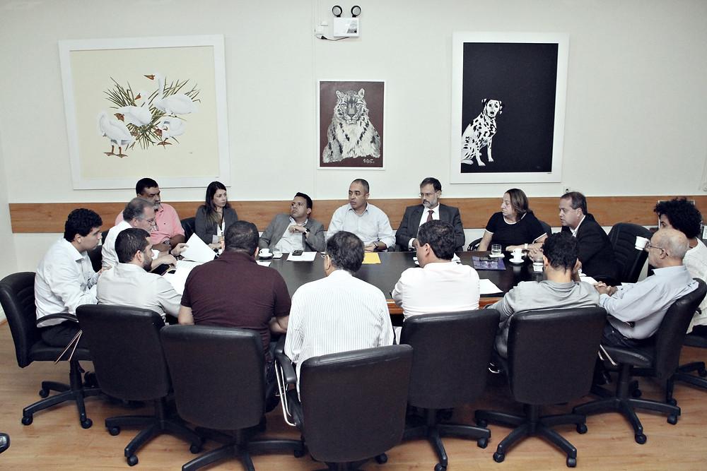 Maria Célia Vasconcellos reunida com vereadores