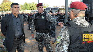 Comboio da Força Nacional reunido em Brasília antes de seguir para o Rio de Janeiro (Foto: Divulgação/Ministério da Justiça)