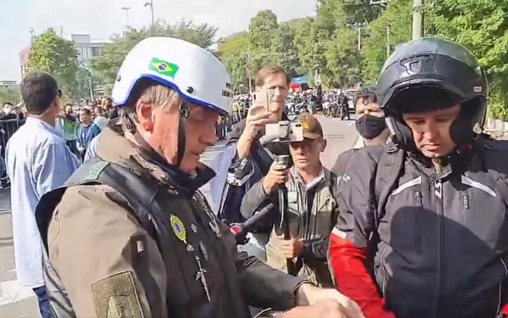 Bolsonaro multado por não usar máscara em São Paulo