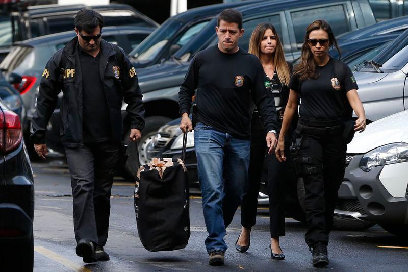 Policiais apreenderam milhões de reais em espécie - Foto: Tânia Rêgo/Agência Brasil
