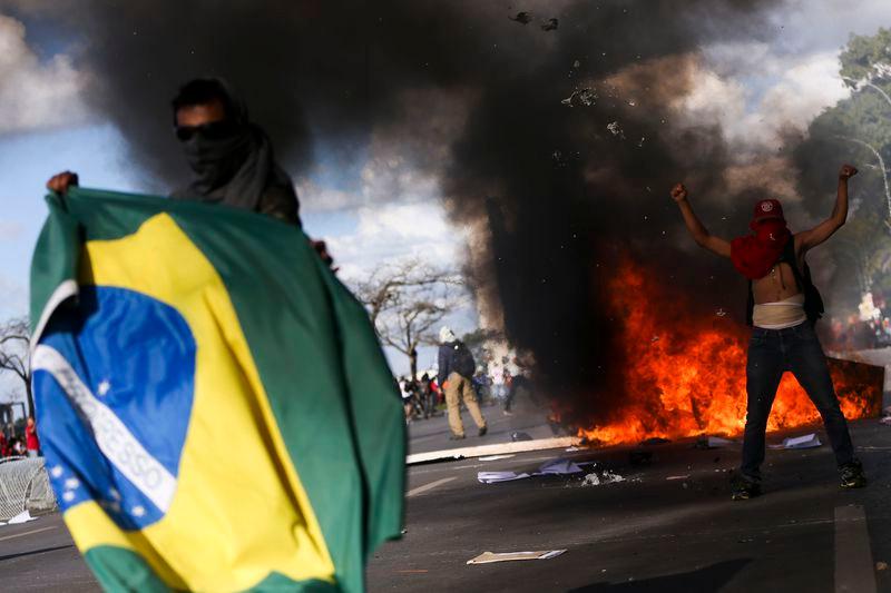 Foto: batalha da esplanada - Marcelo Camargo/Agência Brasil