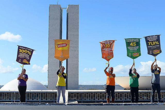 Ato simbólico, em Brasília, marca o lançamento da petição contra 139 PL's que violam os direitos humanos, no Senado e na Câmara (Anistia Internacional/Reprodução)