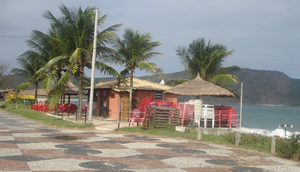 Quiosques na praia de Charitas