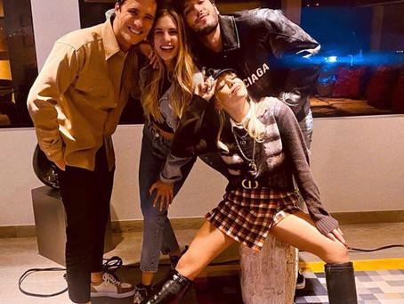 Danna Paola acompañada de Yatra y Boneta