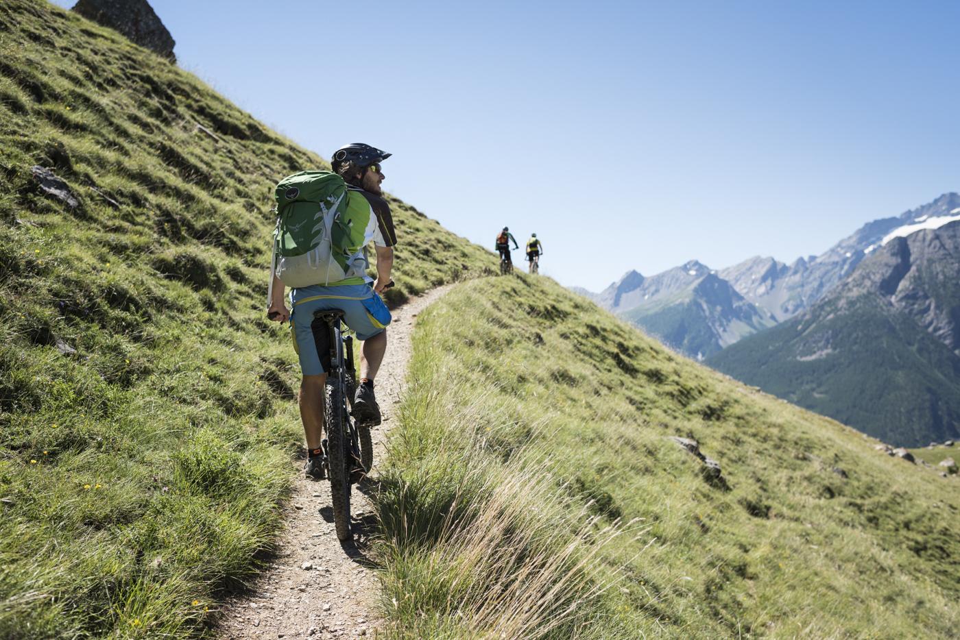 Randonneurs-VTT-Alpe-du-Lauzet-©-Carlos-Ayesta-Parc-National-des-Ecrins-48