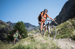 Randonneurs-VTT-Alpe-du-Lauzet-©-Carlos-Ayesta-Parc-National-des-Ecrins-44