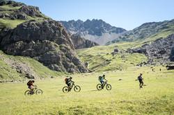 Randonneurs-VTT-Alpe-du-Lauzet-©-Carlos-Ayesta-Parc-National-des-Ecrins-42