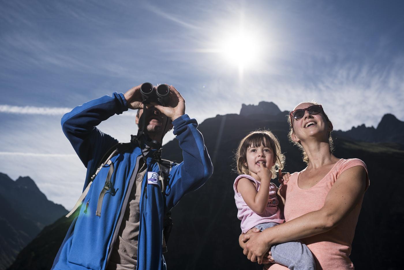 Groupe-en-observation-Saint-Christophe-en-Oisans-©-Carlos-Ayesta-Parc-National-des-Ecrins-134