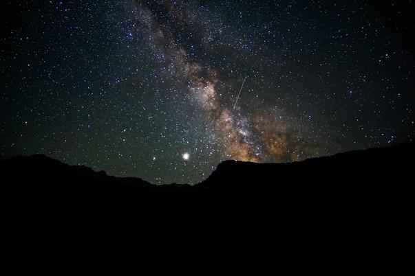 Shooting Star in Milky Way