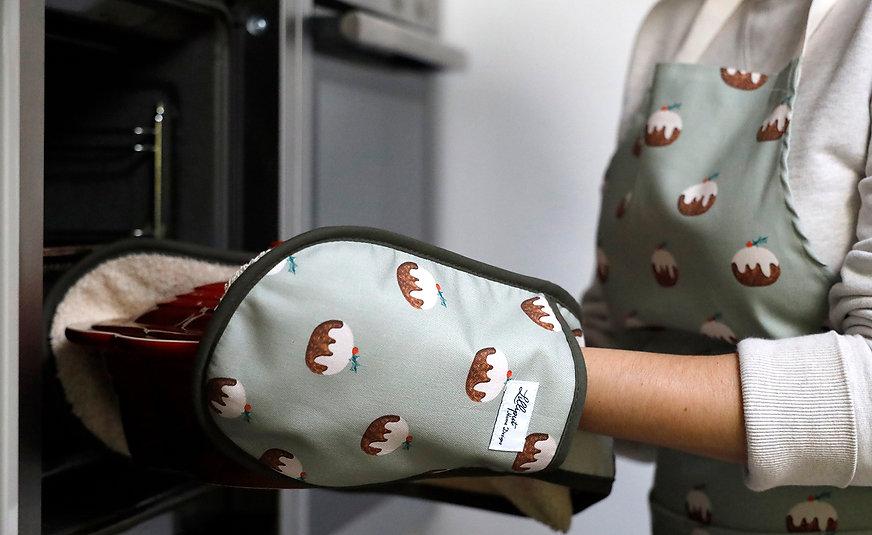 Christmas pudding oven gloves - Nov.jpg