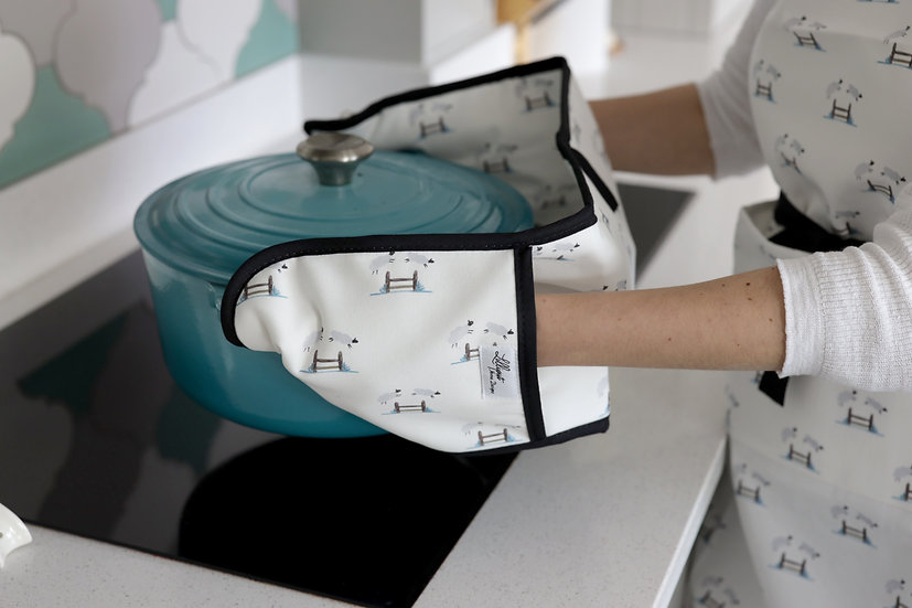 Double oven gloves - Jumping Sheep