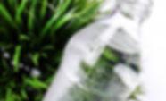 frisches-wasser-in-der-flasche_144627-16