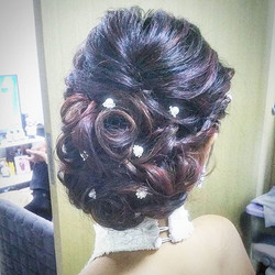 Classic low bun with curls for my super early bird bride~ resisted the urge to tease her hair but us