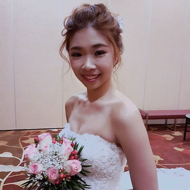 Congrats to pretty laoshi Lihui from _malena_bridal ! Looking sweet in braided updo and dainty frost