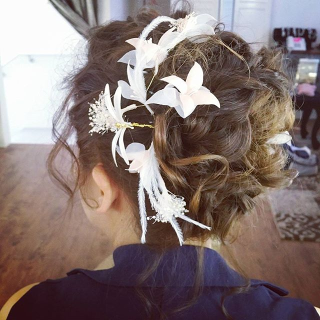 Super loving this messy updo created for my bridal makeup trial today _malena_bridal!_All styled wit