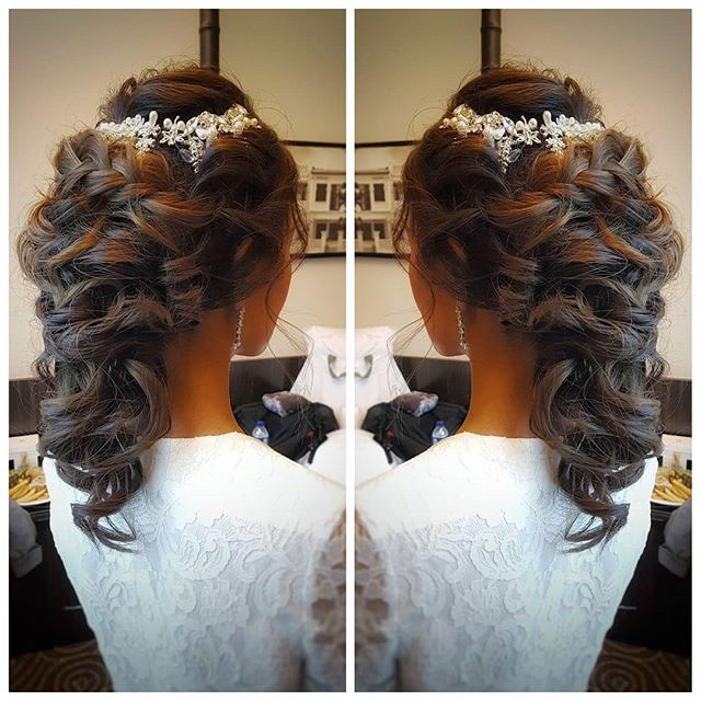 Gorgeous voluminous ponytail with braided finge for bride Eve from _malena_bridal. Did lotsa texturi