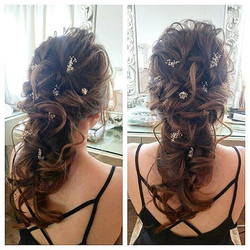 Loose, messy and carefree long bridal hairdo requested by bride-to-be _malena_bridal !_Dainty touche