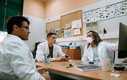 Calpech forma un equipo profesional de doctores y científicos investigadores expertos en residuos. Hemos desarrollado y patentado el proceso para convertir los residuos procedentes de la industria oleícola en un producto de alto valor añadido: las nanopartículas de hierro