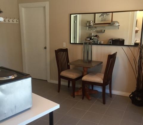 1 BDRM Suite kitchen Boundary RV Park.jpg