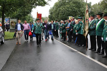 Die Groß Buchholzer Schützen und Ministerpräsident Stephan Weil begrüßen die Politiker.JPG