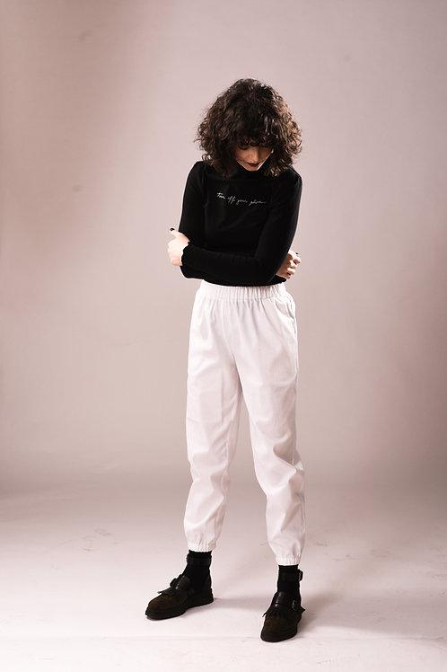 Pantalonii de pânză