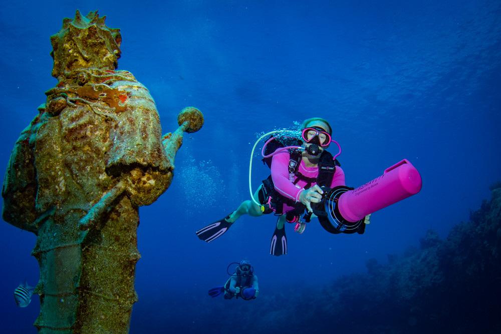 Shore diving and the guardian of the reef