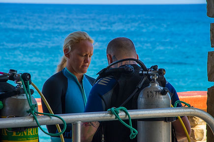 A Divtech instructor teaching a distinctive specialty class in Grand Cayman