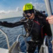 An open-circuit doubles diver