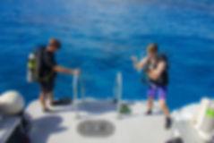 A Divtech instrucor teaching an open-water course in Grand Cayman