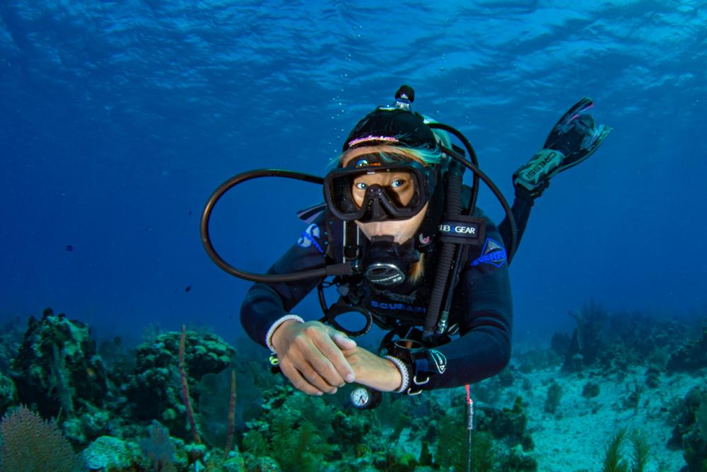 Sonya, demonstrating her awesome buoyancy skills.