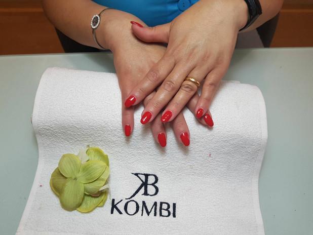 Manicure e applicazione semipermanente KOMBI - by Beauty Zone Acireale