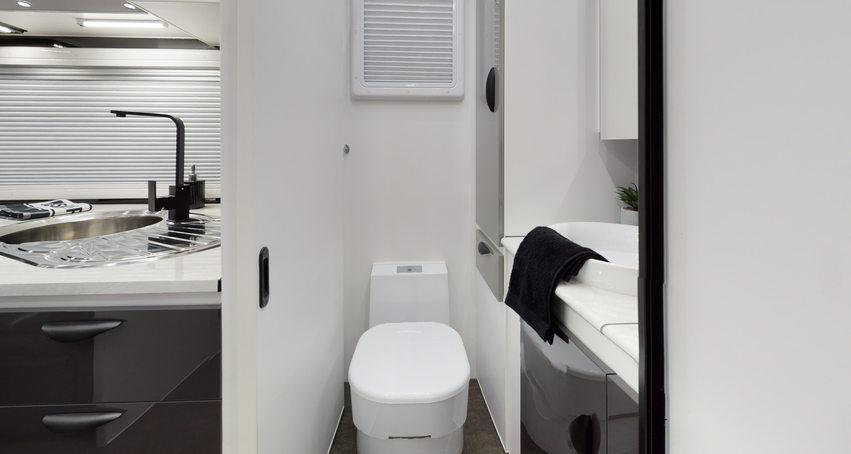 Wildtrax-20-Eden-Caravans-Bathroom.jpg
