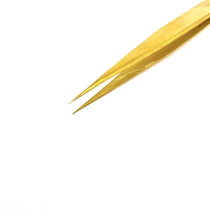 Signature Straight Eyelash Tweezer – Gold