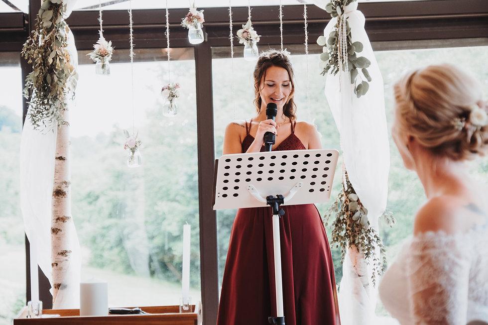 Presenting a non-religious wedding ceremony