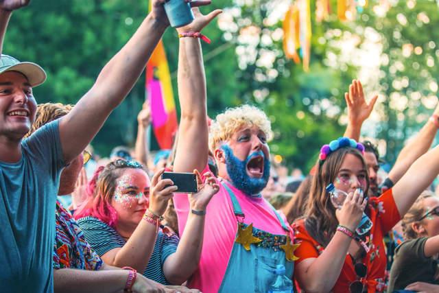glitter beard in crowd