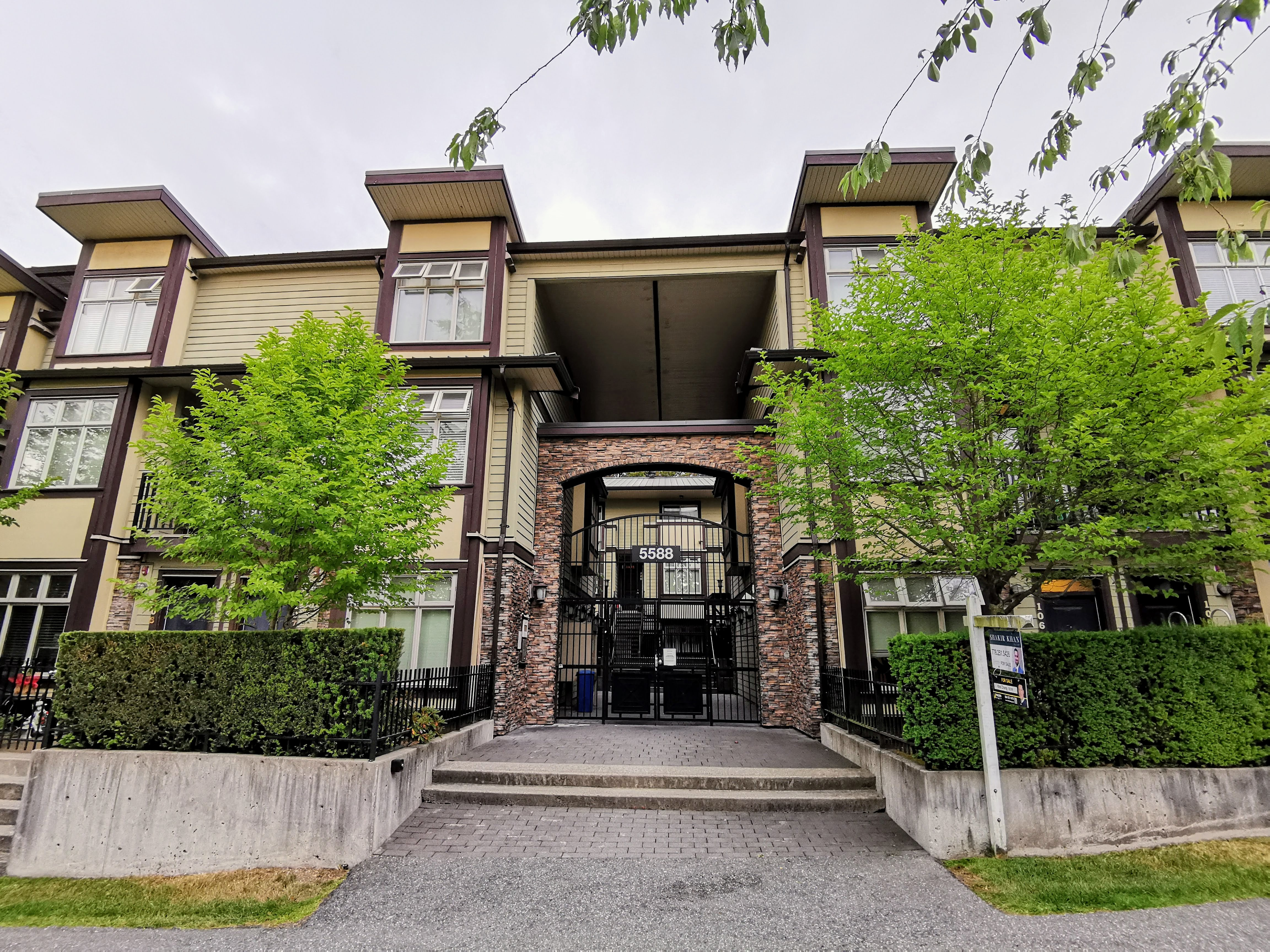 221-5588 PattersonAve. Burnaby