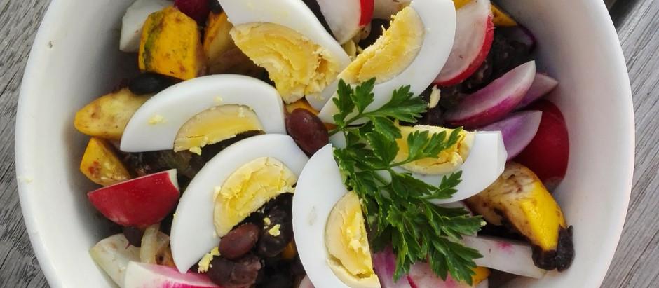 Fazolový salát s ředkvičkami a cuketou
