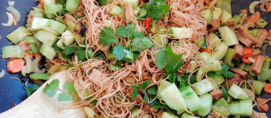 Nudle se zeleninou a tempehem