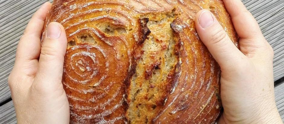 Kváskový chléb z ošatky pečený v hrnci