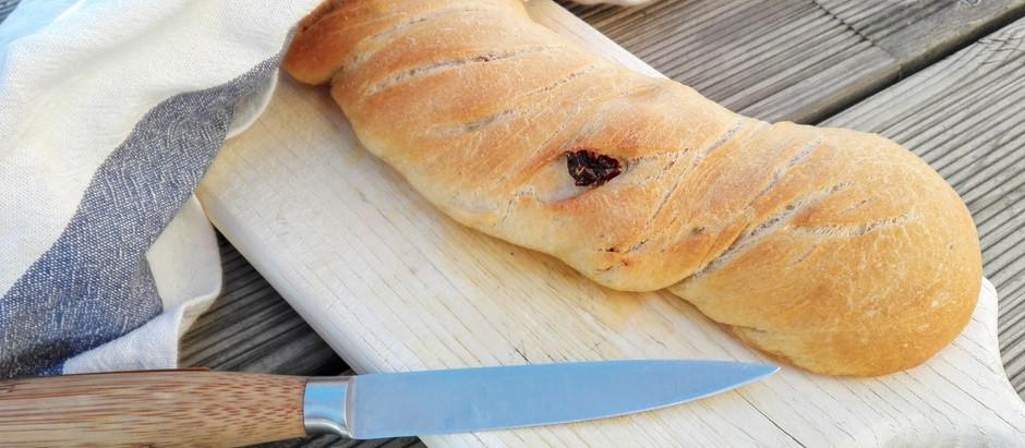 Medové bagety s vlašskými ořechy nebo se sušenými rajčaty