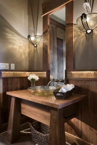 Mountain-hotels-bathroom-rustic-with-tal