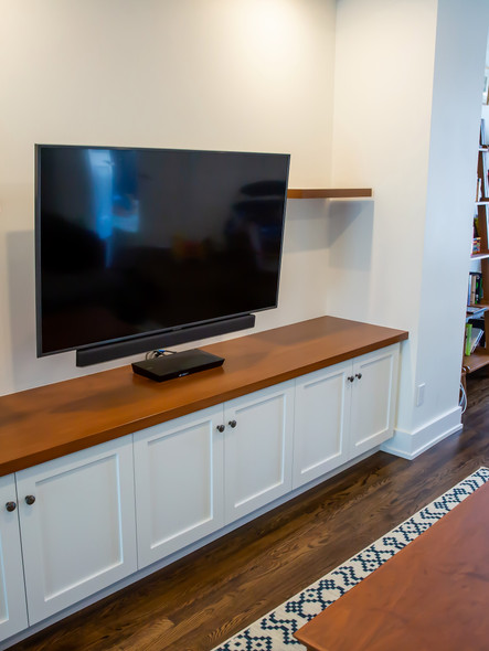 Built-in entertainment unit with floatin