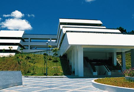 如何考進香港李寶椿聯合世界書院