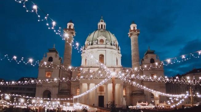 Karlskirche Christmas Market