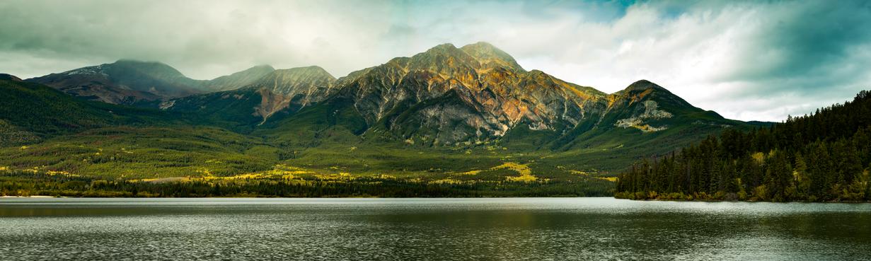 Pyramid-Lake-Canada-Pano.png