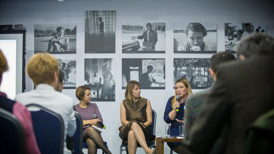 Conferinta panel angajatori