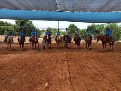 חוות סוסים בשרון קורסים וקייטנות לילדים