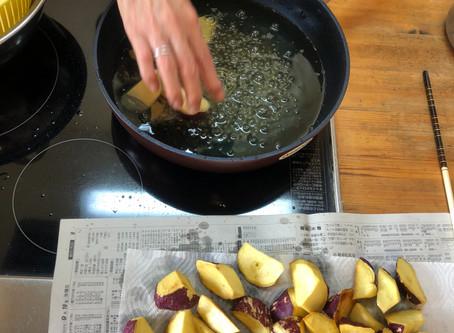 大学芋作り。