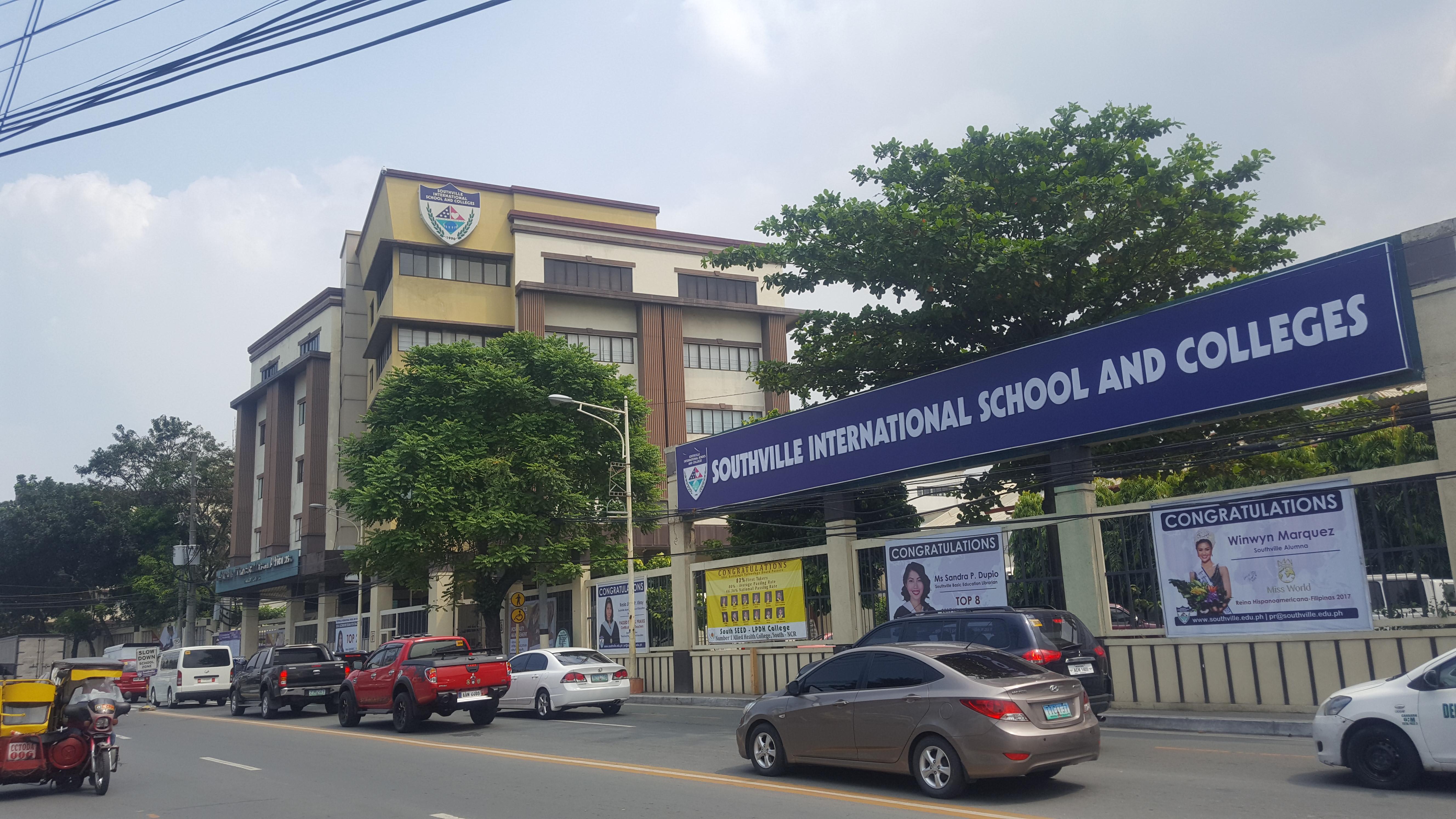 A 学校見学ツアー