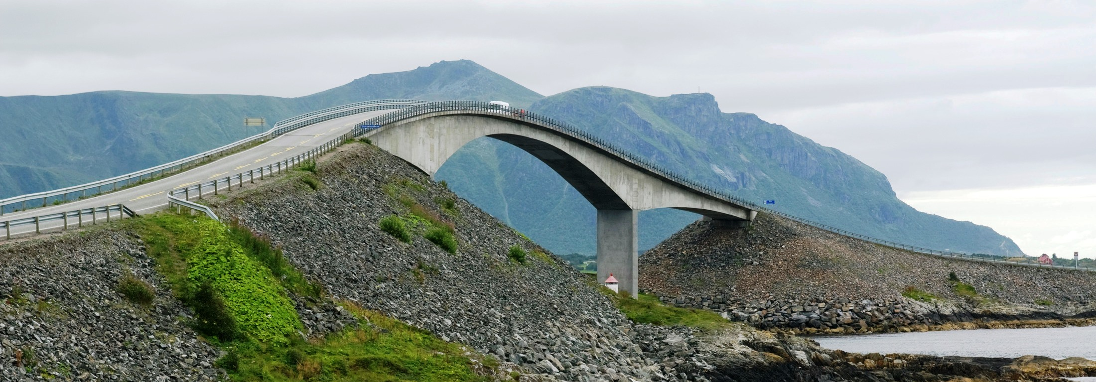 The-Atlantic-Road-More-and-Romsdal-012008-99-0592_2200
